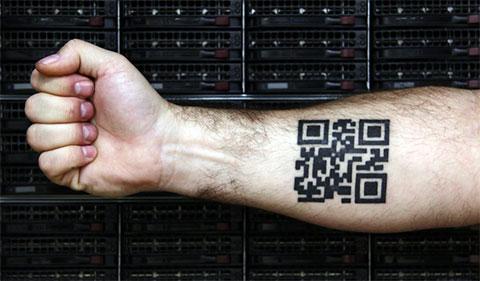 Тату QR код на руке