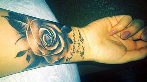 Женская татуировка на запястье