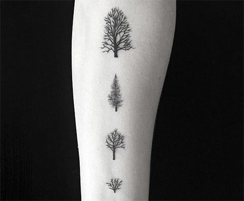 Татуировка с деревьями на руке
