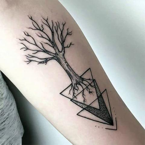 Тату дерево в геометрии
