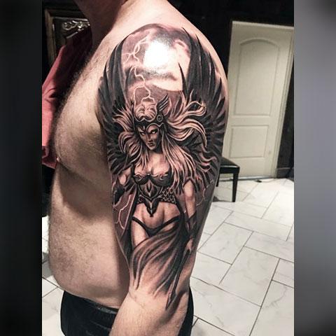 Татуировка Валькирия на плече
