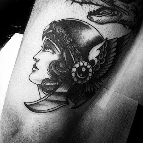Татуировка Валькирия на руке