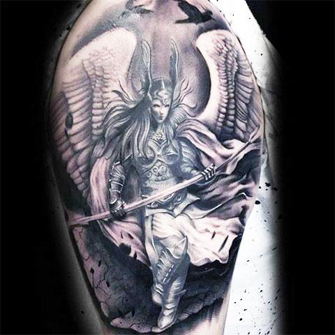 Валькирия с оружием - фото татуировки
