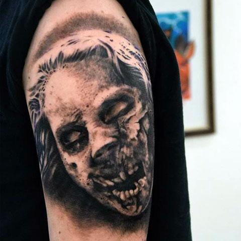Татуировка зомби на плече