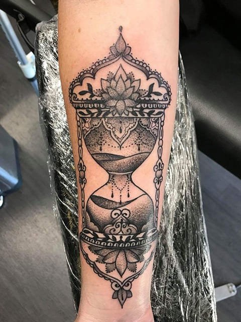 Татуировка с песочными часами