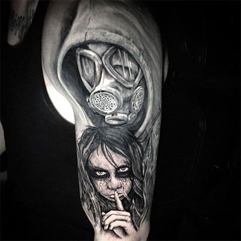Татуировка противогаз на руке