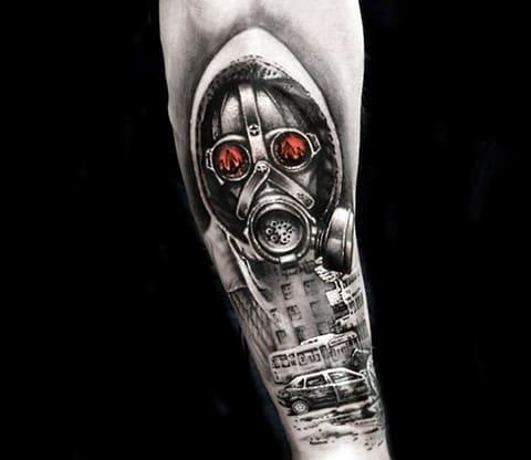 Татуировка с противогазом на руке - фото