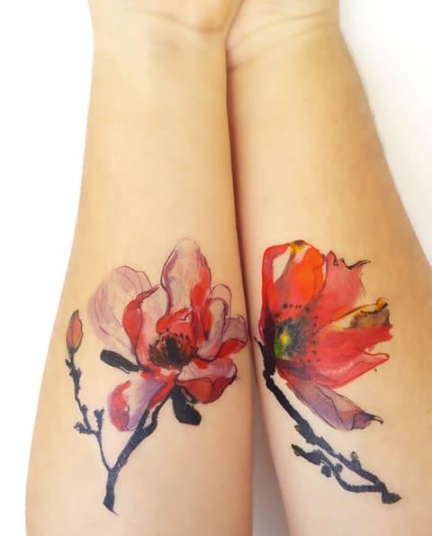 Татуировки с магнолией на руках