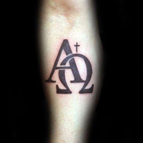 Татуировка альфа и омега на предплечье