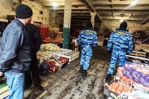 Софийскую овощную базу нередко посещают наряды ОМОНа