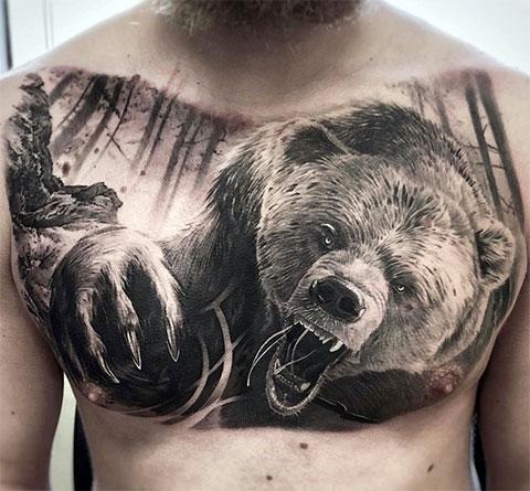 Тату медведя на груди