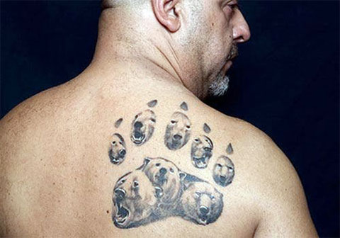 Тату с медведями на спине