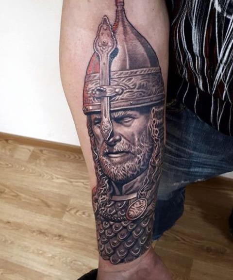Татуировка с богатырем в шлеме
