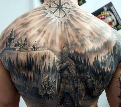 Татуировка богатырь на спине