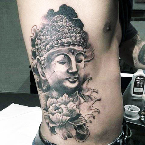 Тату Будда у мужчины