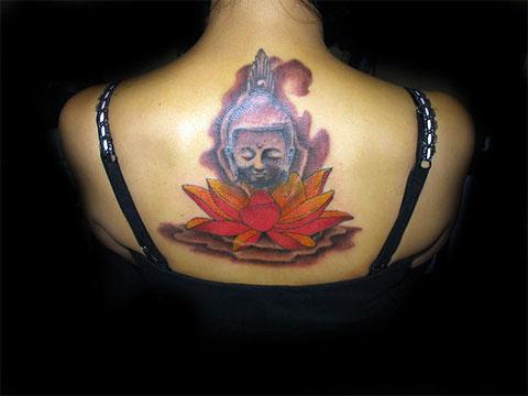 Татуировка Будды у девушки
