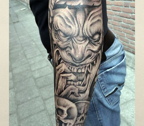 Тату демон на руке