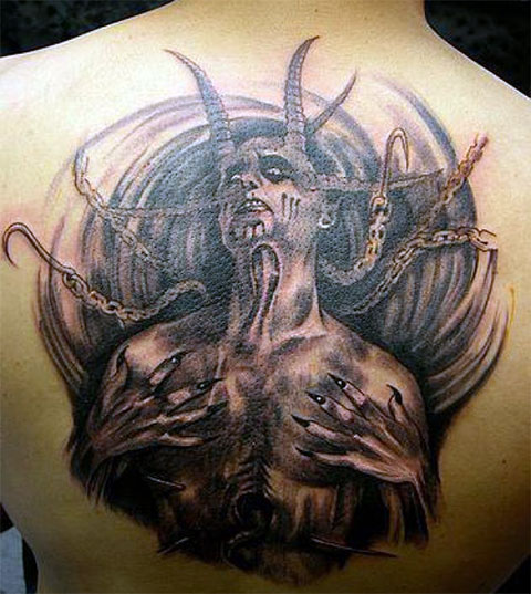 Тату с дьяволом на спине