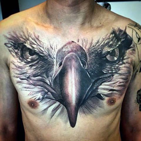 Татуировка с орлом на груди для мужчин
