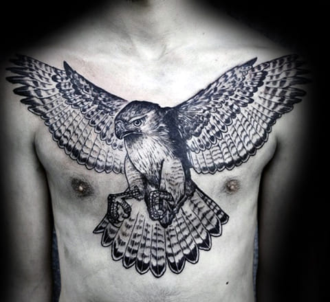 Тату орел на груди