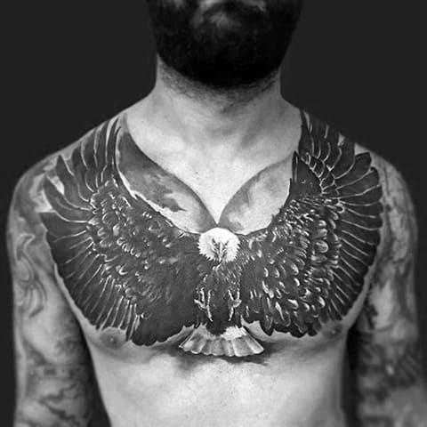 Татуировка большого размера с орлом на груди