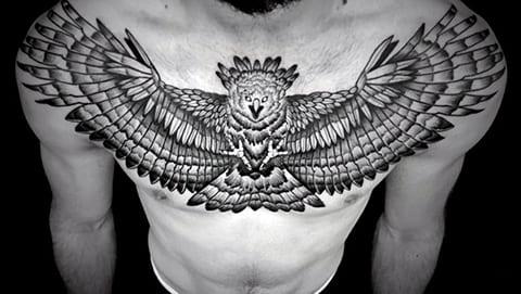 Татуировка орла на груди