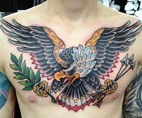 Цветная татуировка с орлом