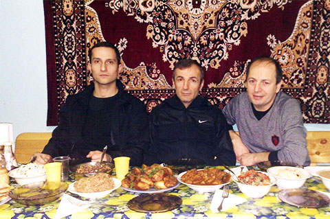 Слева воры в законе: Элгуджа Туркадзе (Гуджа Кутаисский), Зиявудин Абдулхаликов (Зява Махачкалинский), Нугзар Торчинава (Торчик Сухумский)