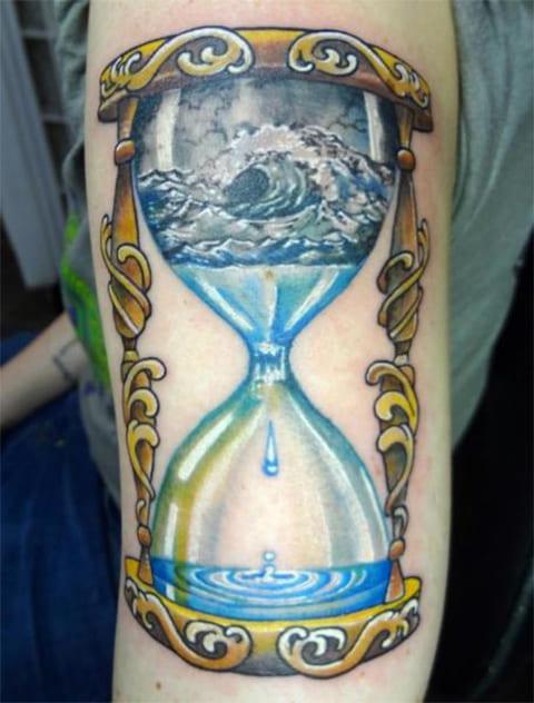 Тату песочные часы с водой