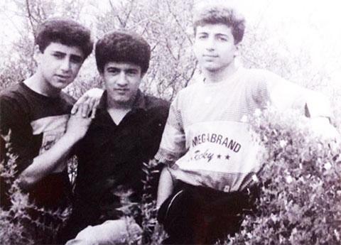 В центре: Намик Салифов в молодости