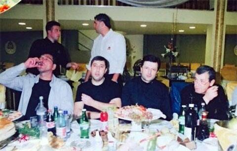 Слева воры в законе: Важа Биганишвили, Михаил Хананашвили (Ника), Арик Михаели (Изик), Робинзон Арабули