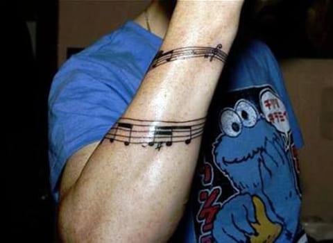Татуировка ноты на руке