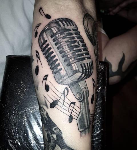 Тату микрофон и ноты