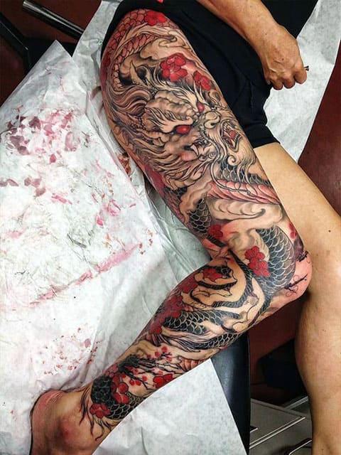 Татуировка ориентал на ноге