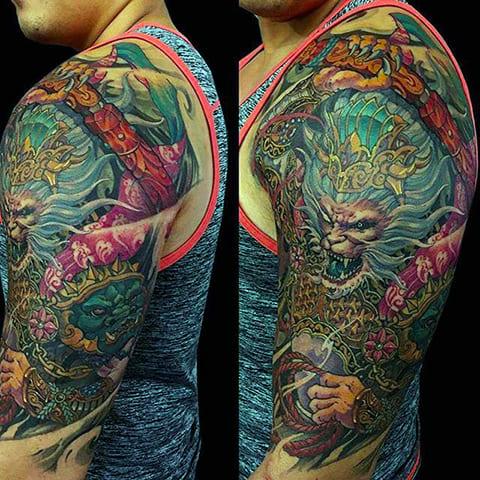 Татуировка ориентал на плече у мужчины