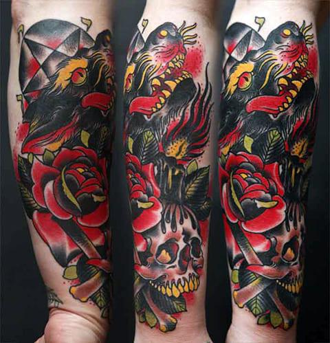Татуировка ориентал на руке мужчины