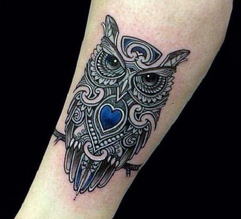 Татуировка совы на женкой руке
