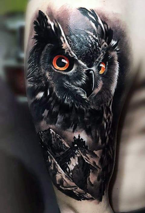 Татуировка с совой на плече - фото