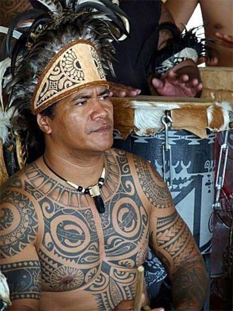 Племенные татуировки у вождя племени