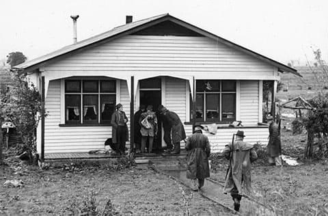 Полицейские у дома Стэнли Грэма