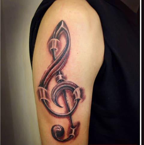 Тату на плече скрипичный ключ