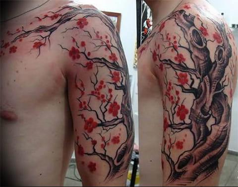 Татуировка с ветками сакуры