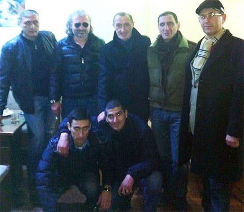 Верхний ряд слева воры в законе: 2) Гига Виблиани, 3) Сулхан Твалчрелидзе, 4) Малхаз Мгалоблишвили; нижний ряд: Нодар Мачарашвили и Георгий Каранадзе