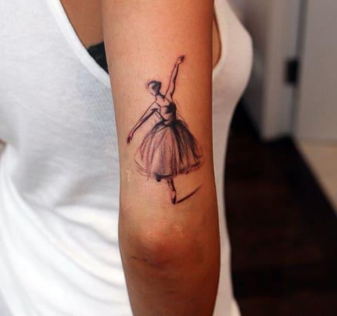 Тату балерина на руке у девушки