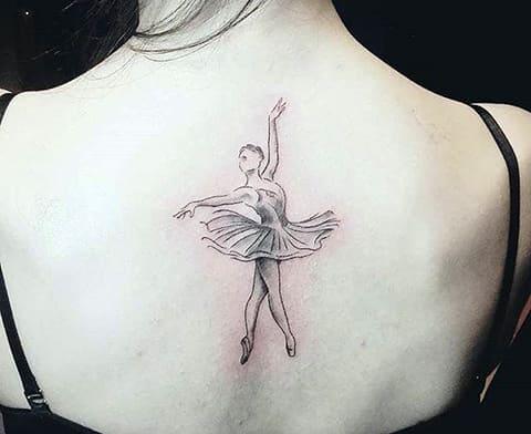 Тату балерина на спине