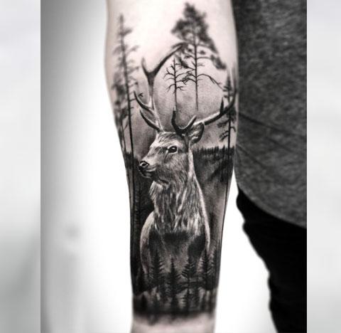 Тату олень и лес