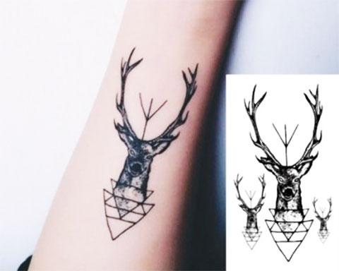 Татуировка и эскиз оленя на руку
