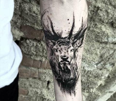 Тату олень на руке