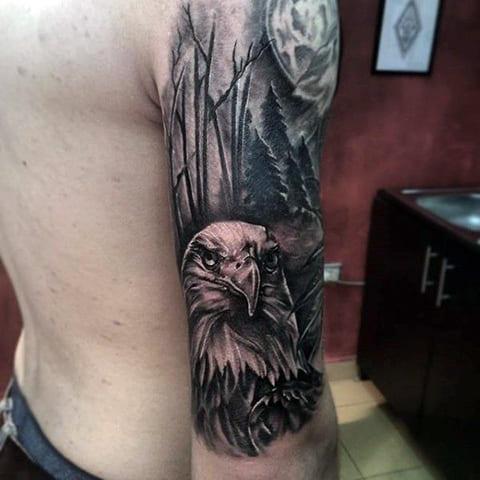 Красивая татуировка с орлом