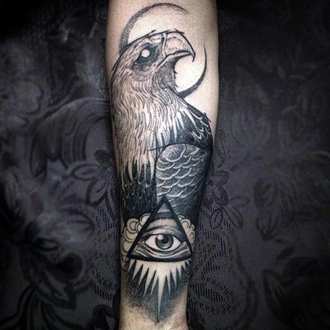 Красивая татуировка орла на руке